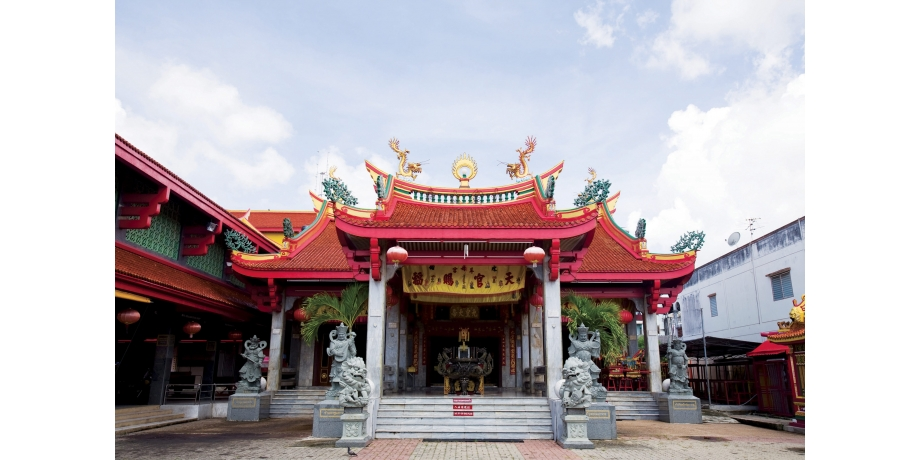 16 Best Things To Do In Phuket, Thailand / Jui Tui Shrine