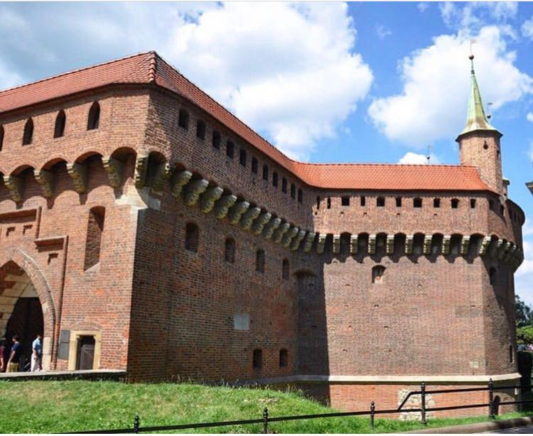 Barbican / Top 9 Reasons To Visit Krakow, Poland
