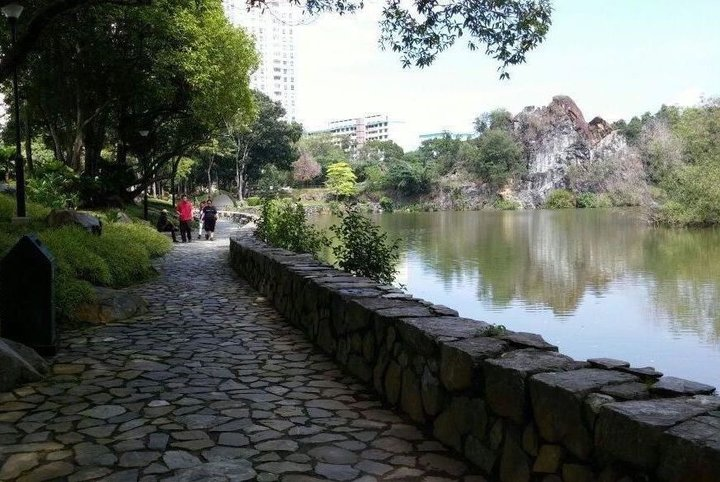 7 Best Romantic Places In Singapore / Bukit Batok Town Park