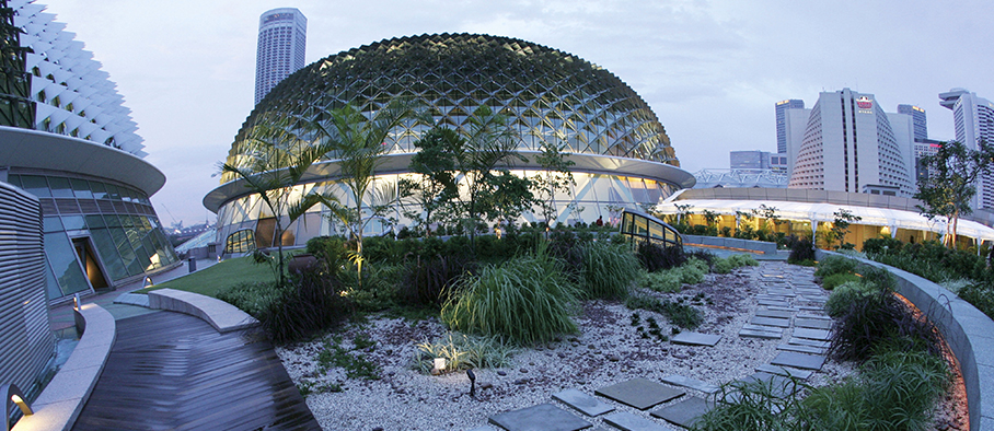 7 Best Romantic Places In Singapore / Esplanade Roof Garden
