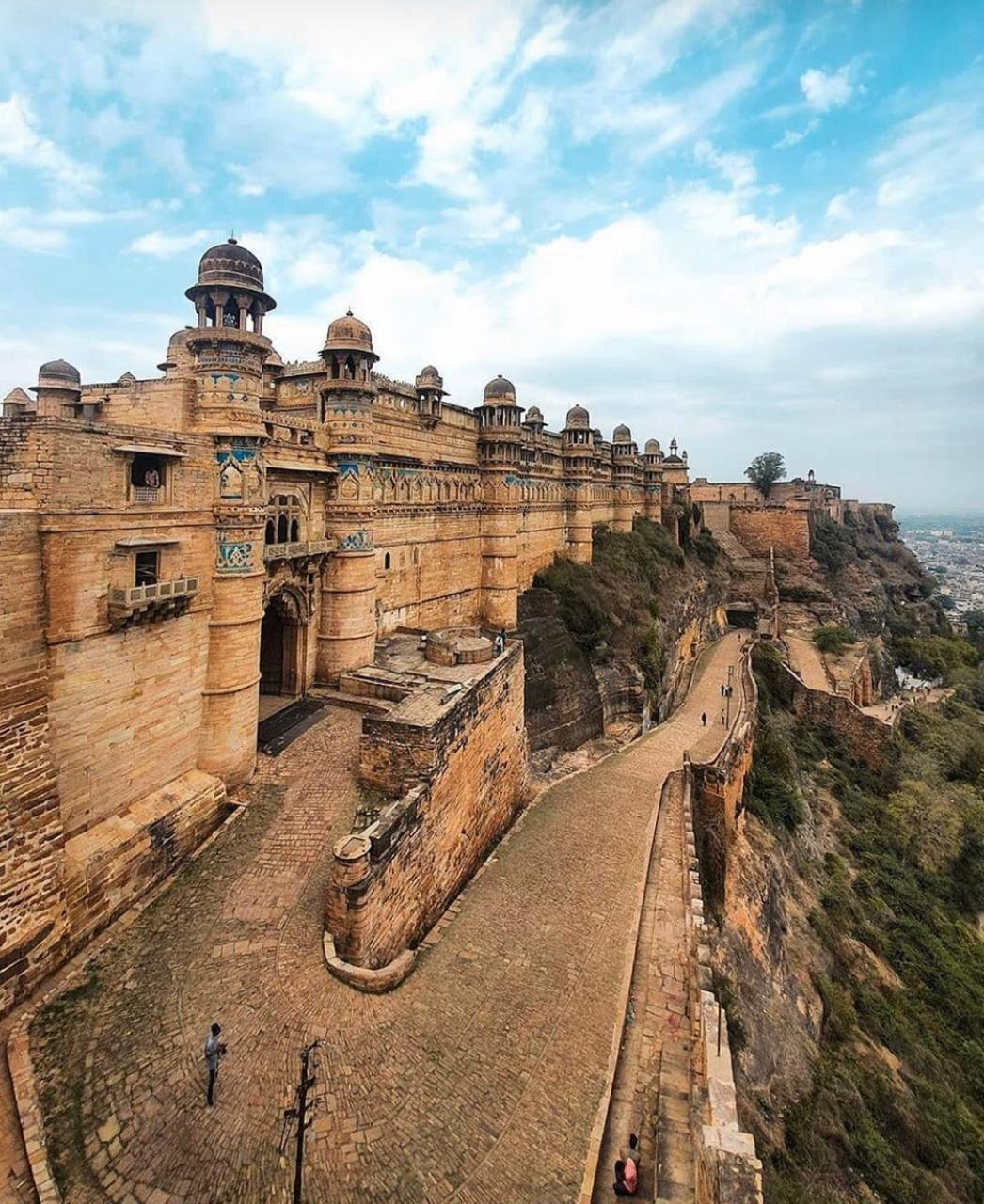 Gwalior Fort: History, Images, Timings & Interesting Facts