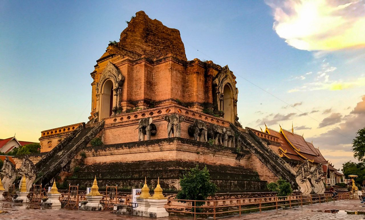 13 Best Things To Do In Chiang Mai, Thailand / Wat Chedi Luang