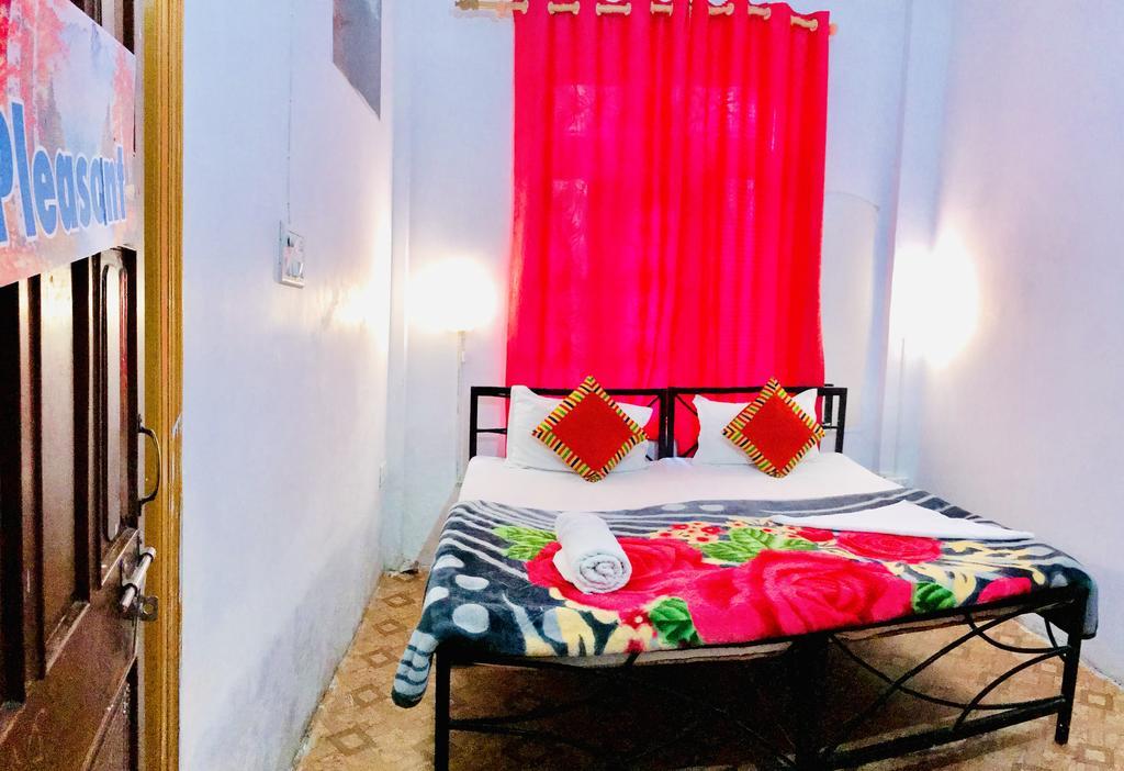 Best Hostels In Rishikesh / Skyard Hostel