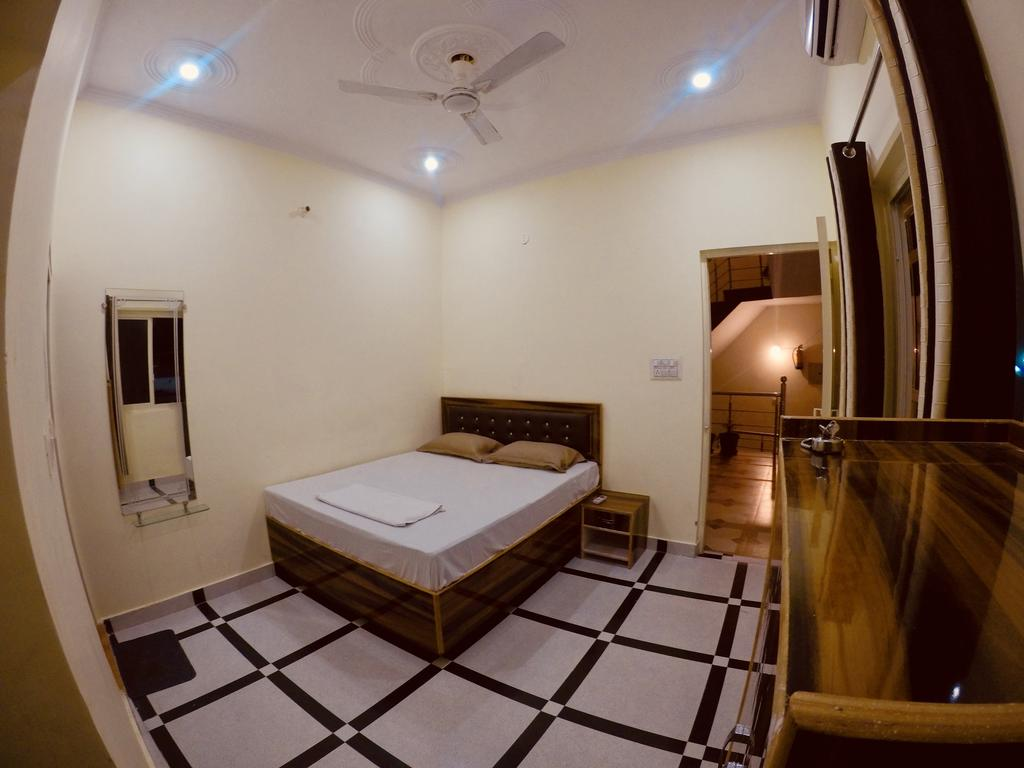 Best Hostels In Rishikesh / Thira Rishikesh