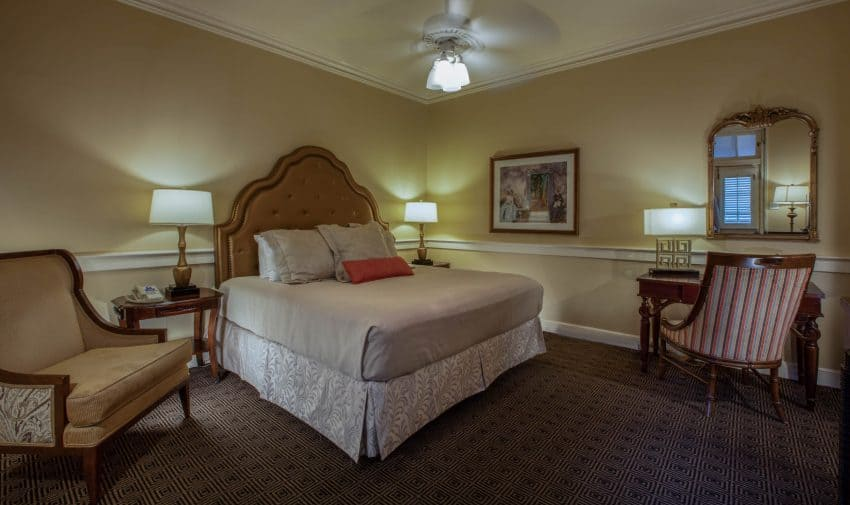 Best Hotels In French Quarter / Hotel Provincial