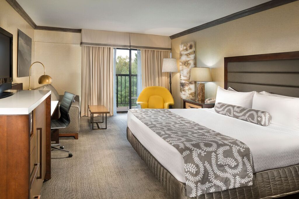 Crown Plaza Resort Asheville / Best Hotels In Asheville NC