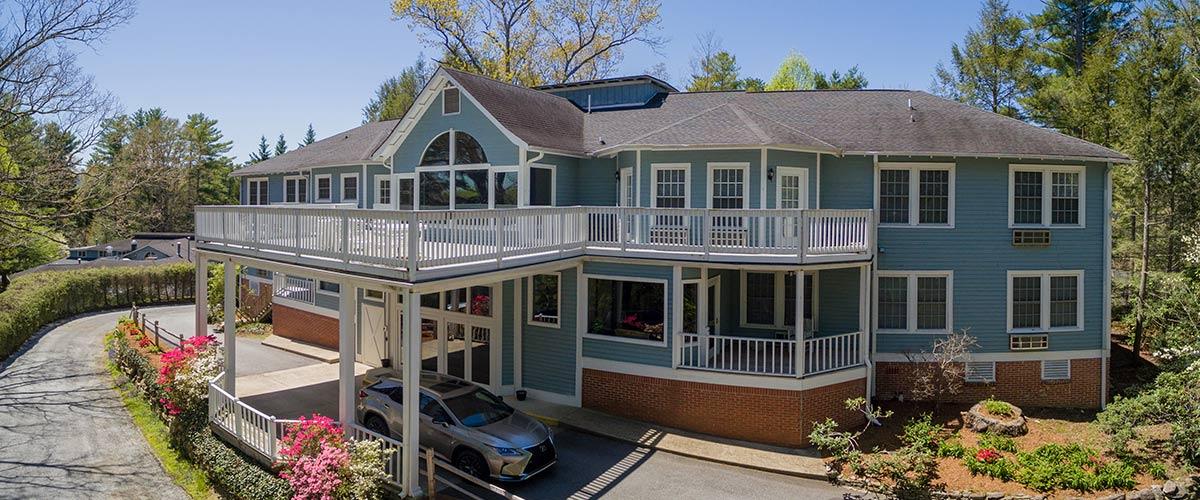 Highland Lake Inn & Resort / Best Hotels In Asheville NC