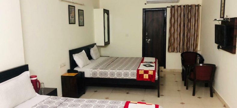 Tuk Tuk Backpackers / Best Hostels In Jaipur