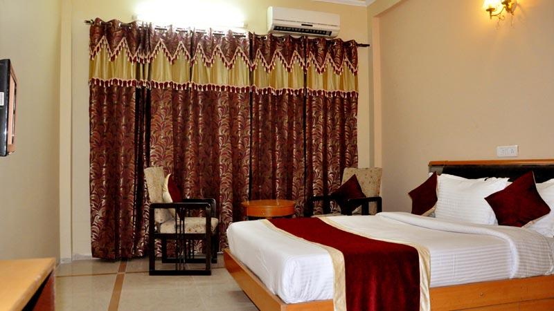 Maa Trinayani Palace / Best Hotels In Katra